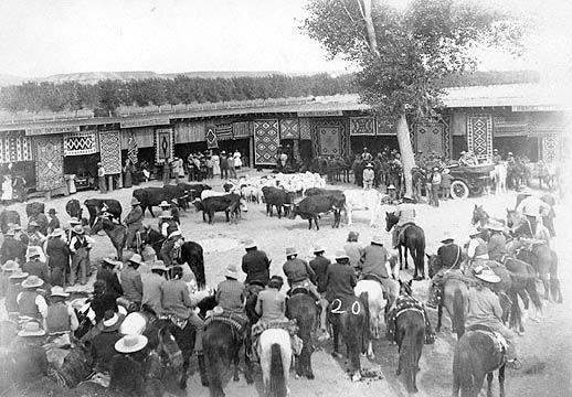 Shiprock Fair 1913, trader's booths, Navajos and cattle