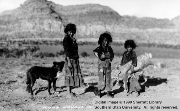Young Navajo traders 1940