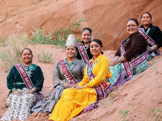 history of the navajo people essay The history of the navajo indians essay examples - the navajo indians used to live in northwestern canada and alaska 1,000 years ago the navajo indians traveled south, because there was more qualities they had seeked there.